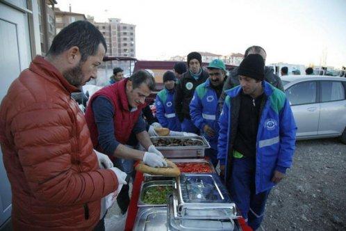 İşçilere moral yemeği