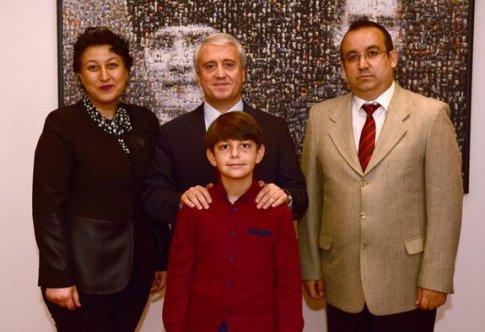 Rektör Gündoğan, başarılı öğrenciyle birlikte