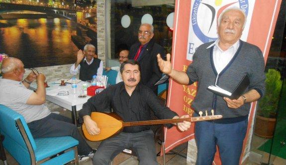 EŞYODER 'Babalar Günü'nü şiirler okuyup türküler söyleyerek kutladı