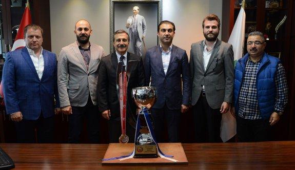 Şampiyon Selka Hentbol'dan Başkan Ataç'a teşekkür ziyareti