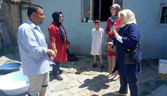 AK Partili Kadınlar ev ziyaretlerini sürdürüyor