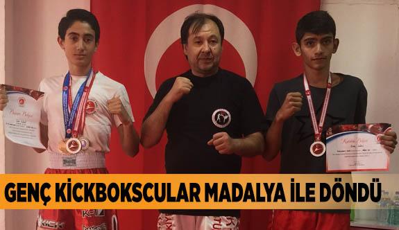 Eskişehir'e kick boks'ta 2 gümüş madalya