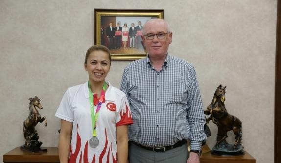Dünya Oyunları'nda ikinci olan Seda Duygu Aygün Başkan Kurt'u ziyaret etti