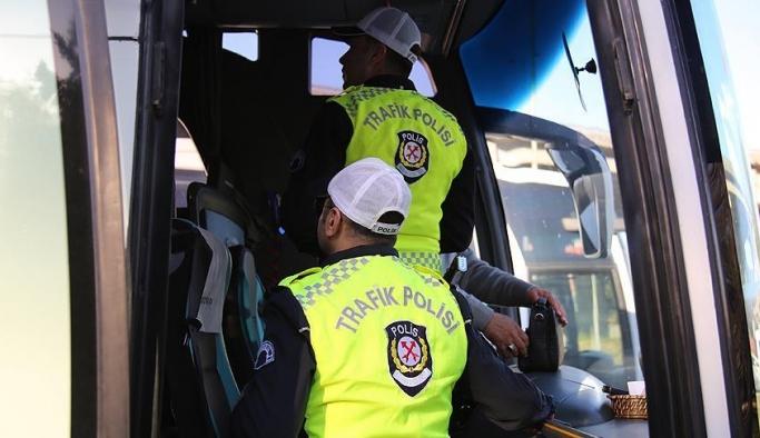 Otobüs şoförlerinin kural ihlalleri 'yolcu' polislere takıldı