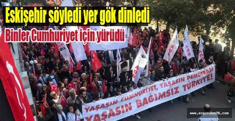 Eskişehir'de binler Cumhuriyet için yürüdü