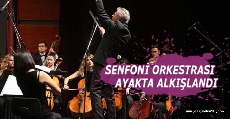 SENFONİ ORKESTRASI AYAKTA ALKIŞLANDI
