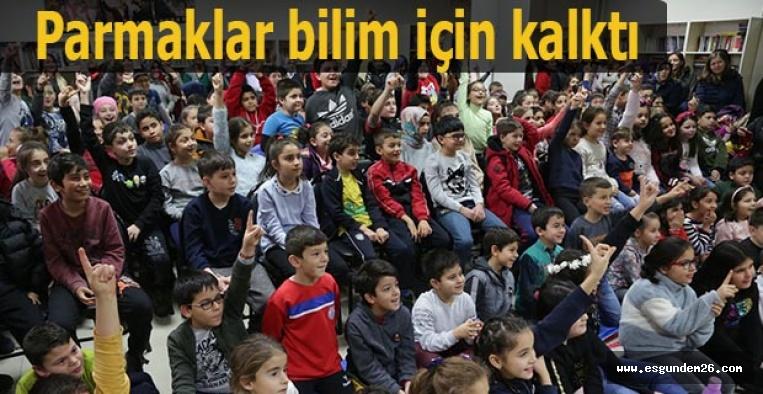 Halk Merkezlerindeki bilim ve deney etkinlilerine çocuklardan yoğun ilgi