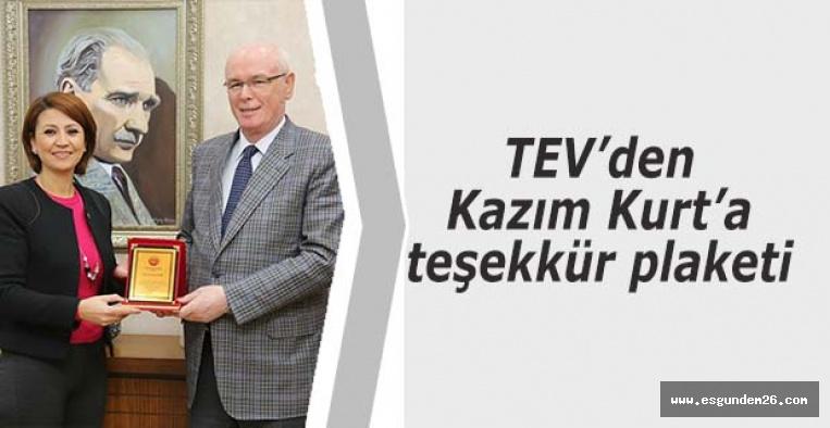 TEV'den Kazım Kurt'a teşekkür plaketi