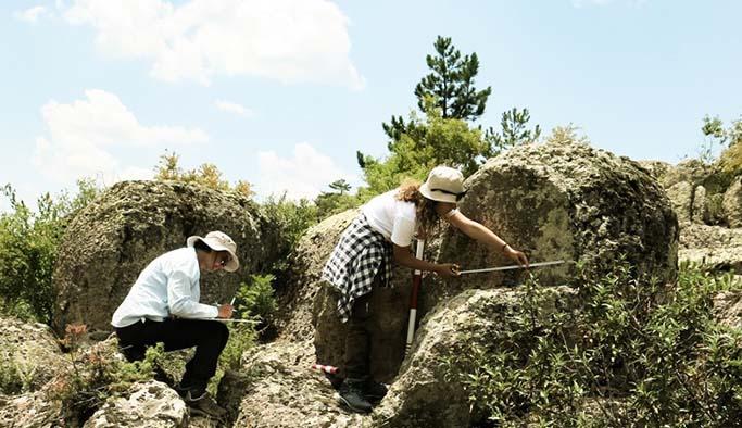 Eskişehir'de bulunan idol şeklindeki stel heyecan yarattı