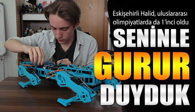 18 yaşındaki Halid, 'robot köpek' ile uluslararası olimpiyatlarda da 1'inci oldu